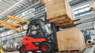 e_truck-stacking-manufacturing-4259_644