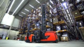 Video über die Funktionen und Vorteile des Linde Kombi-Fahrzeugs K für das Lagern und Kommissionieren in Hochregallagern.