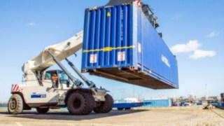 Pelzer-Reachstacker-Container-Blau